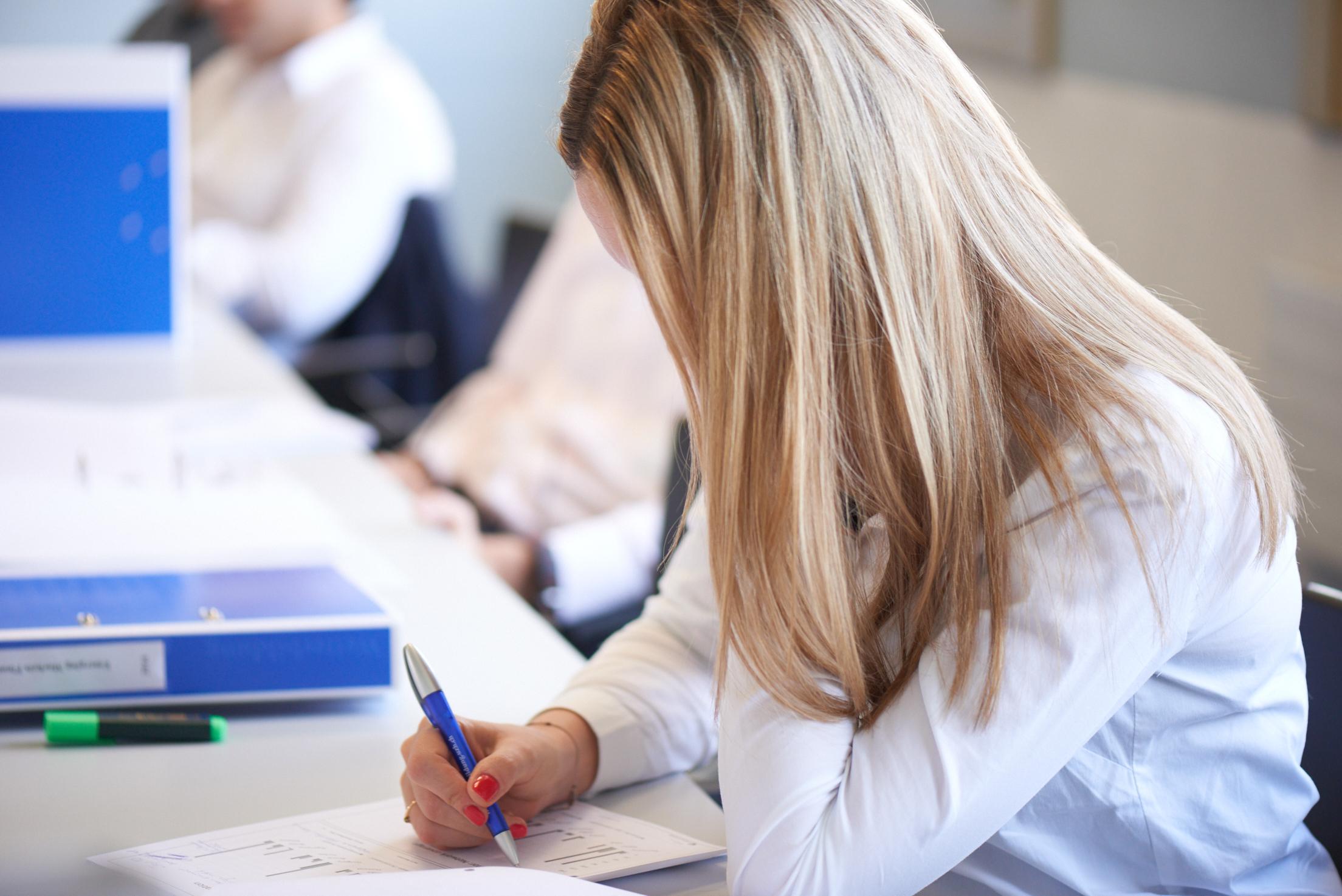 Uzh finance weiterbildung for Weiterbildung innenarchitektur schweiz